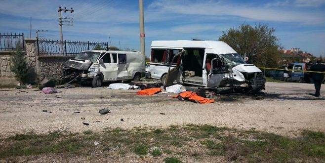 Öğrenci servisi minibüsle çarpıştı: 4 ölü, 11 yaralı