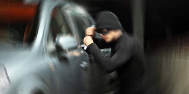 Bursa'da, arabada uyuyan adamın pantolonunu çaldılar