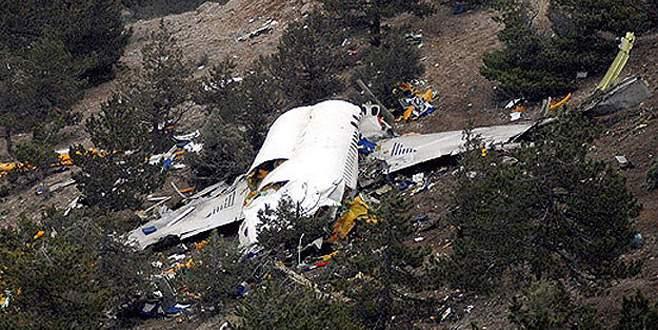 Basketbolcuları taşıyan uçak düştü: 7 ölü