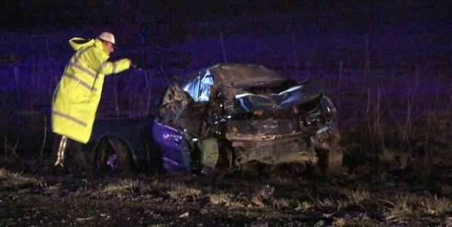 Feci kaza! TIR otomobile çarptı: 2 ölü