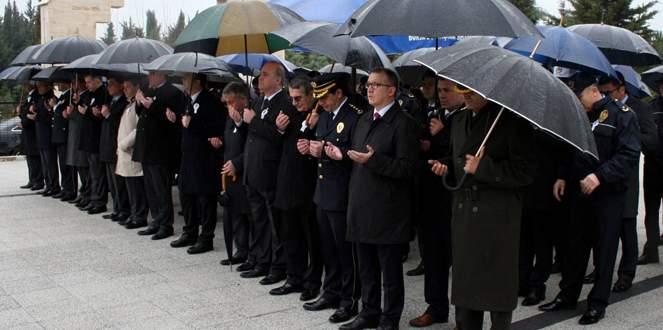 Bursa'da şehit polisler mezarı başında anıldı