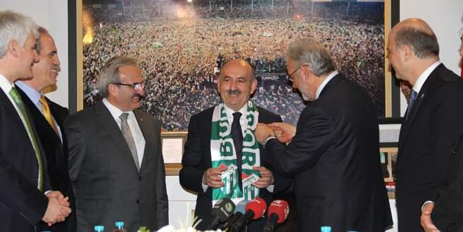 Müezzinoğlu'na Bursaspor atkısı