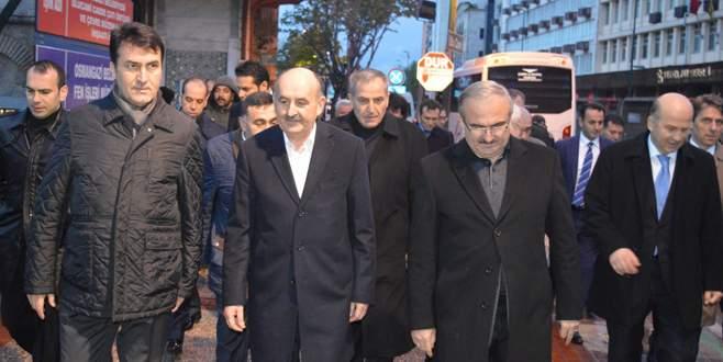 Bakan Müezzinoğlu sabah namazını Ulucami'de kıldı