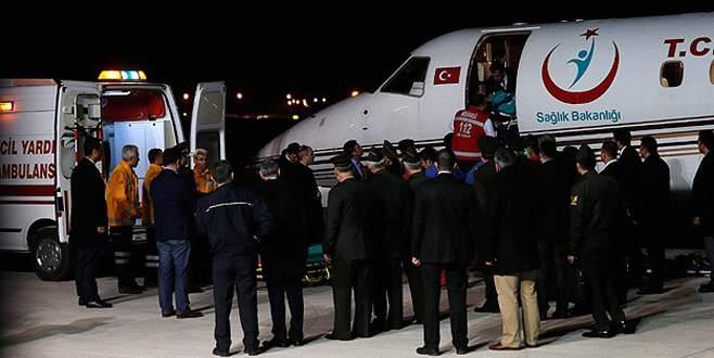 Yaralı 4 asker ambulans uçakla Ankara'ya getirildi