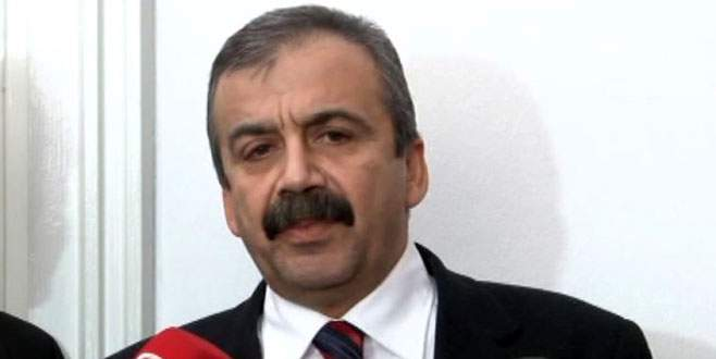 Davutoğlu ve Akdoğan'a davet