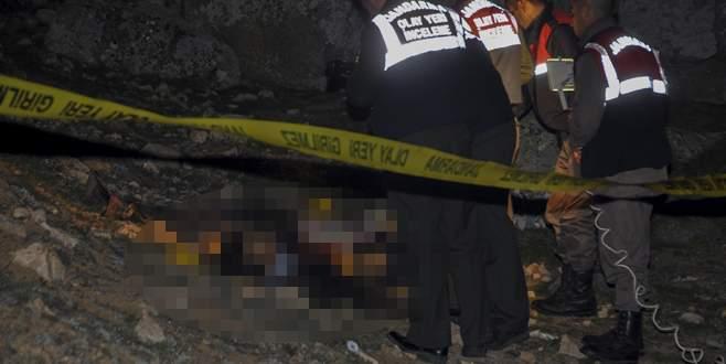 Yol kenarında iki erkek cesedi bulundu