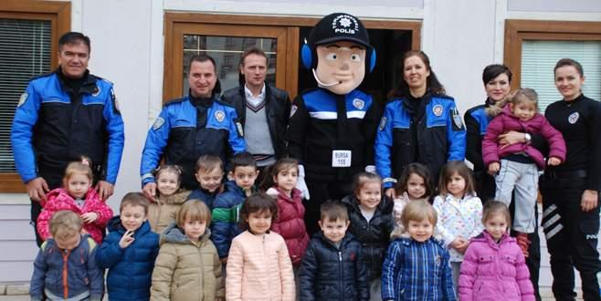 'Emine Örnek'li minikler polis bayramını kutladı