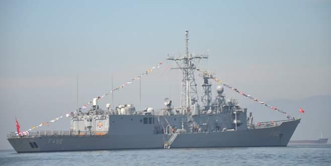 Gemlikliler savaş gemisini gezdi