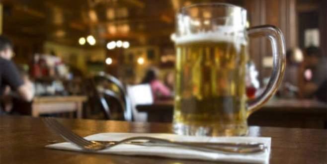 Karısına fırlattığı bira bardağı…