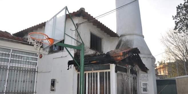 Camiyi ateşe verdiler