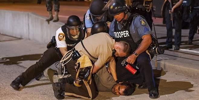 Bir siyahi genç daha polis şiddeti kurbanı