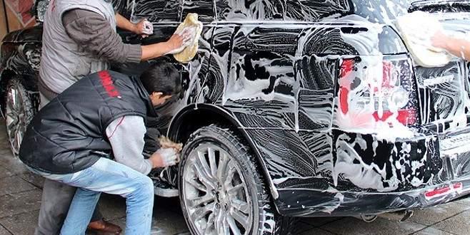 Arabasını sokakta yıkayana tarihi ceza!