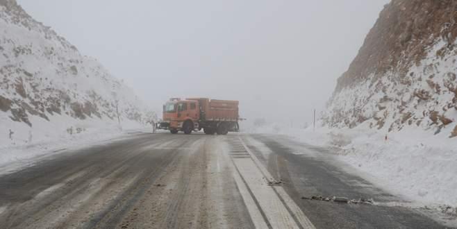 Bu yol 'kar' nedeniyle ulaşıma kapandı