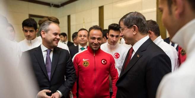 Başbakan Davutoğlu şampiyonlarla buluştu