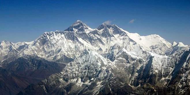 Everest Dağı'nda çığ düştü: 30 yaralı