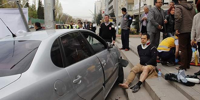 Yoldan çıkan araç Yargıtay üyesine çarptı