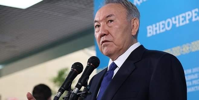 Nazarbayev yeniden devlet başkanı seçildi