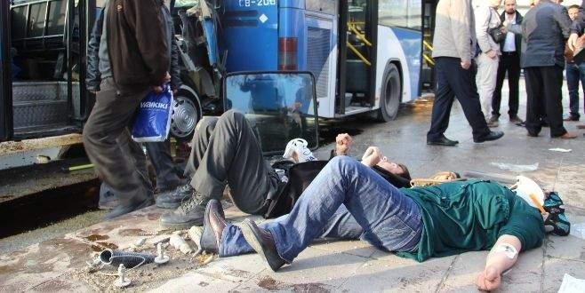 Dolmuşla belediye otobüsü çarpıştı: 15 yaralı