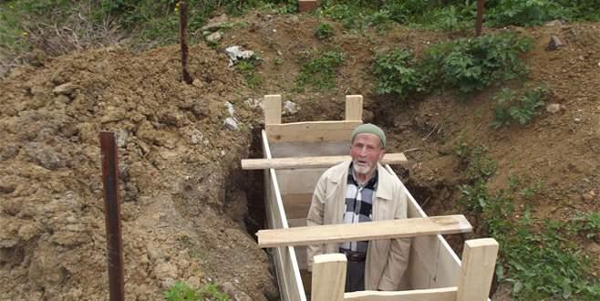Ölmeden önce mezarını ve kefenini hazırladı