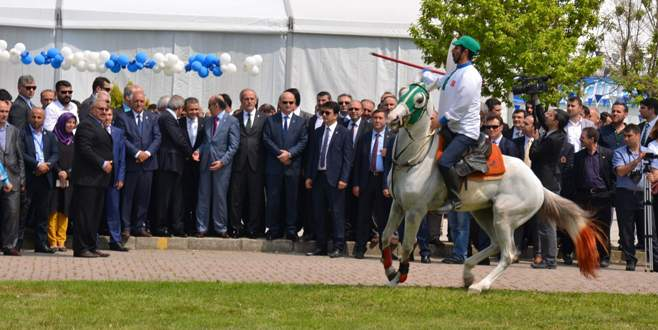 Bakan Müezzinoğlu'na cirit sürprizi