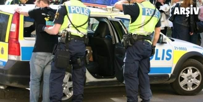 Polis aracı 4 öğrenciyi ezdi