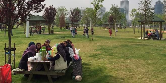 Bursalı işçiler 1 Mayıs'ı piknik yaparak kutladı