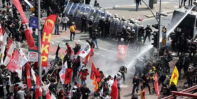 Taksim'e yürümek isteyen gruba müdahale