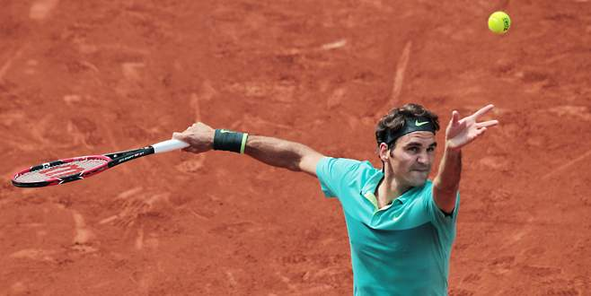 Federer zorlansa da turladı
