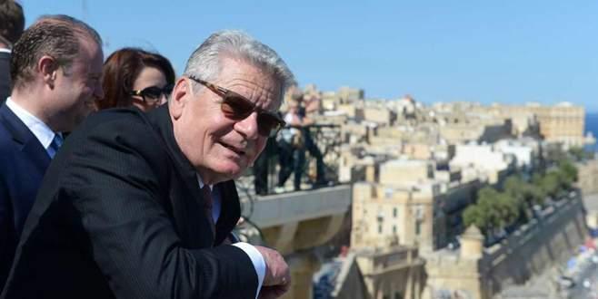 Gauck'tan şok çıkış: Atina'ya tazminat ödemek zorundayız