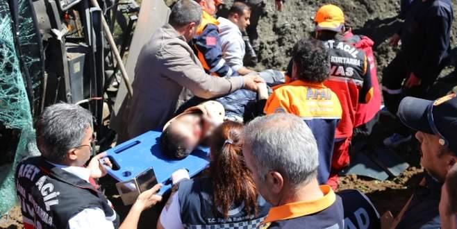 Öğrencileri taşıyan otobüs devrildi: 50 yaralı