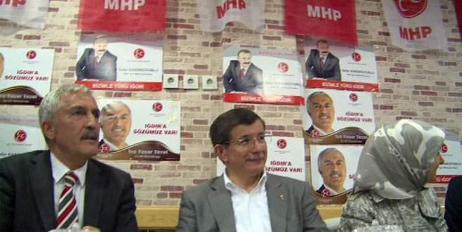 Davutoğlu'ndan MHP seçim bürosuna sürpriz ziyaret
