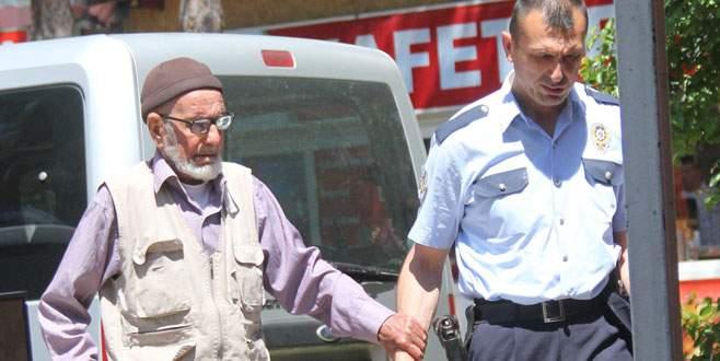 Para için 82 yaşındaki dedesini dövmüş