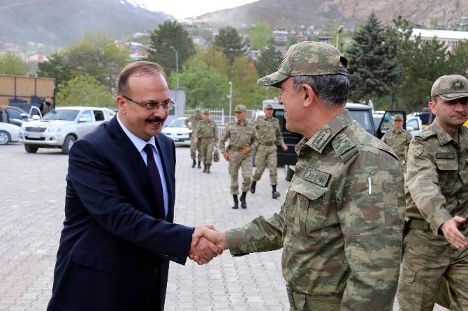 Kara Kuvvetleri Komutanı Orgeneral Akar Hakkari'de