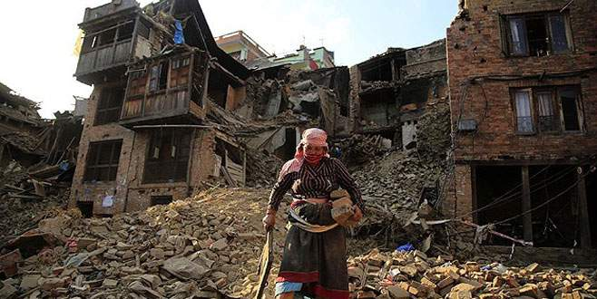 650 bin kişi evsiz kaldı
