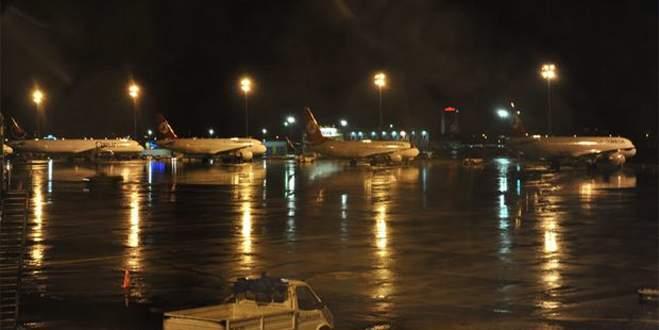 Şiddetli fırtına hava ulaşımını aksattı