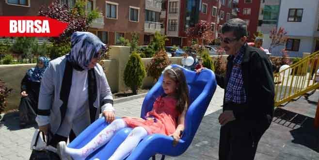 Engelliler için çocuk parkı ve spor alanı