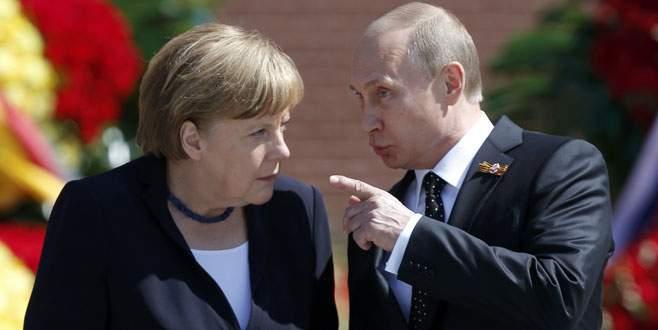 Merkel Moskova'da