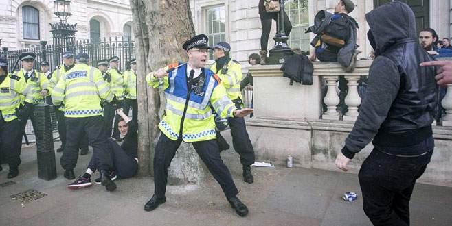 Başbakanlık konutu önünde çatışma