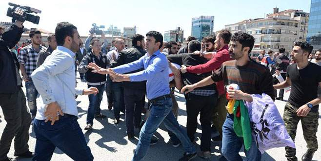 Tecavüz protestosuna tekmeli müdahale