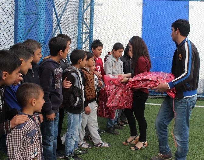 Bitlis Kültür Ve Sanat Derneği Anneleri Unutmadı