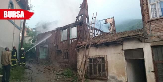 Alzheimer hastası kadının evi yandı