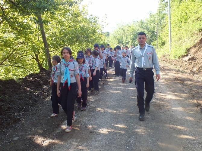 İzciler Eğitim Kampında