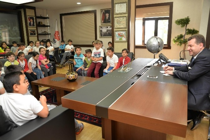 Başkan Yılmaz'ın Makamında 'Yerel Yönetimler' Dersi