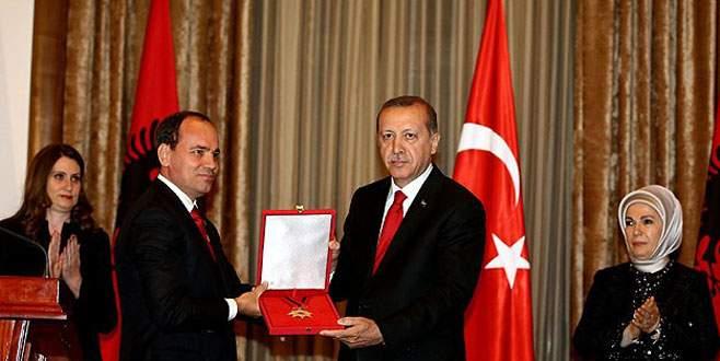 Cumhurbaşkanı Erdoğan'a 'Ulusal Bayrak Nişanı'