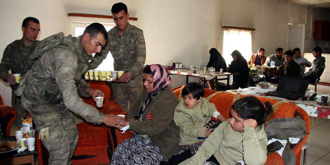 Kaçaklara Mehmetçik şefkati
