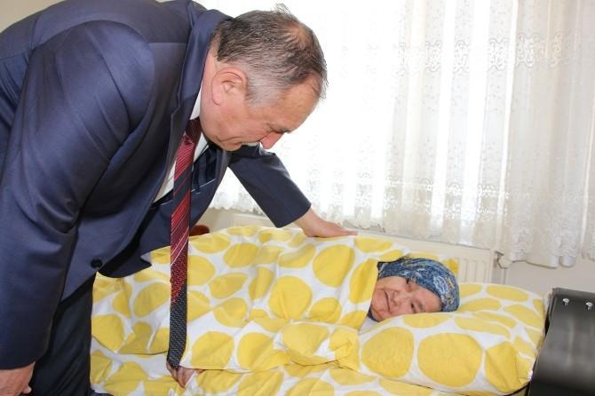 Başkan Yılmaz, Hasta Ve Engelli Vatandaşları Ziyaret Etti