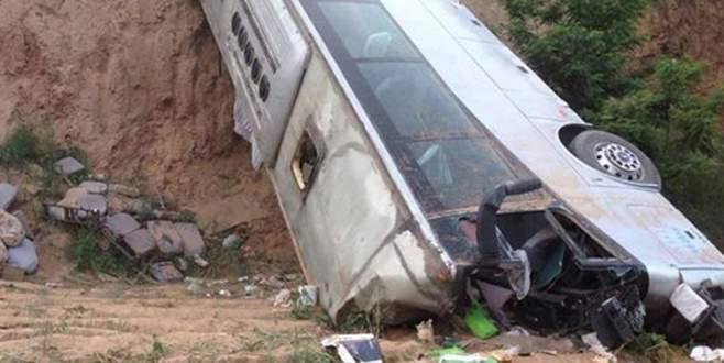 Yolcu otobüsü uçuruma yuvarlandı: 35 ölü