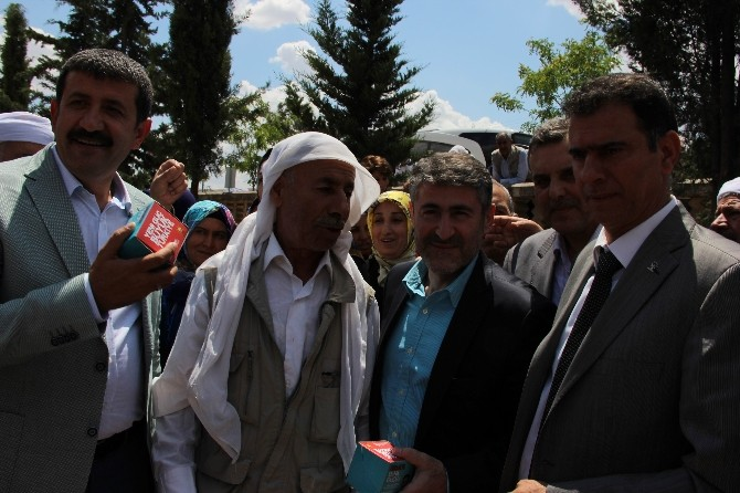 AK Partili Nebati, Kandil Simidi Dağıttı