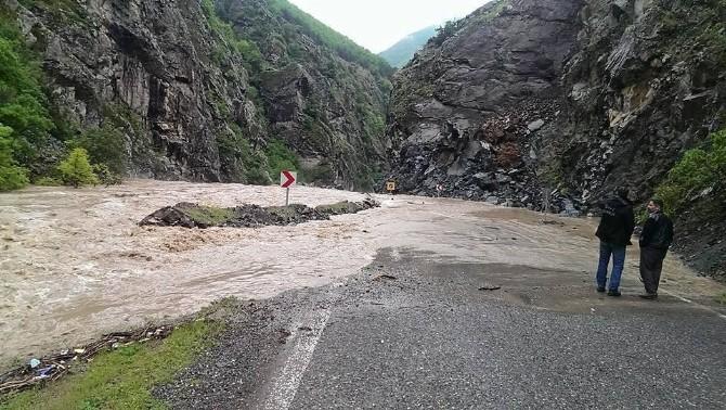 Artvin-Şavşat Karayolu Aşırı Yağışlar Nedeniyle Kapandı