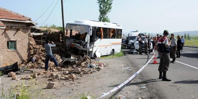 Korkunç kaza: 1 ölü, 28 yaralı
